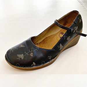 Camper Low Wedge Mary Janes w Floral Vine Detail